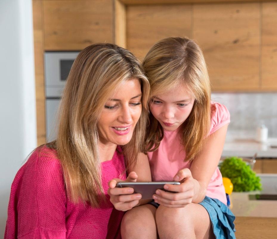 MOM_-_DAUGHTER_-_PREPARING_FOR_SCHOOL_-_LIST.jpg