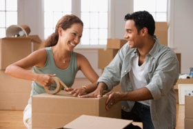 couple_with_moving_boxes-2